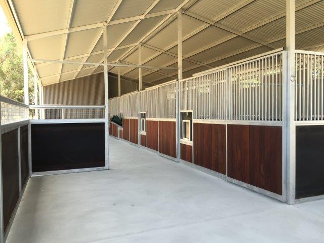 Stables with enclosed area on veranda
