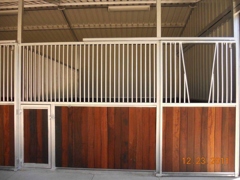Stall fronts sliding door V for horse to look through