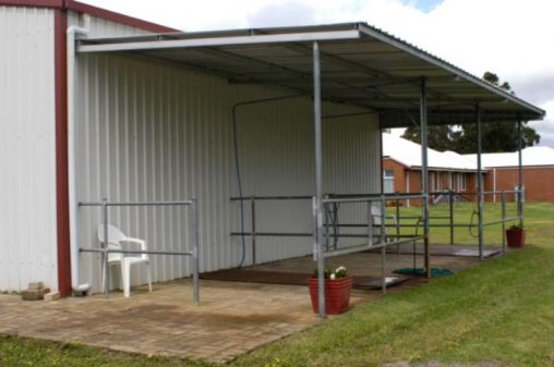 2 Wash bays off side of stable fully steel fenced with gate and swing arms