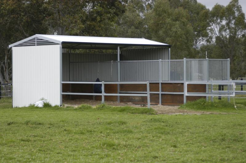 Double shelter with front steel yards lined with used conveyor belt. Bars to separate horses