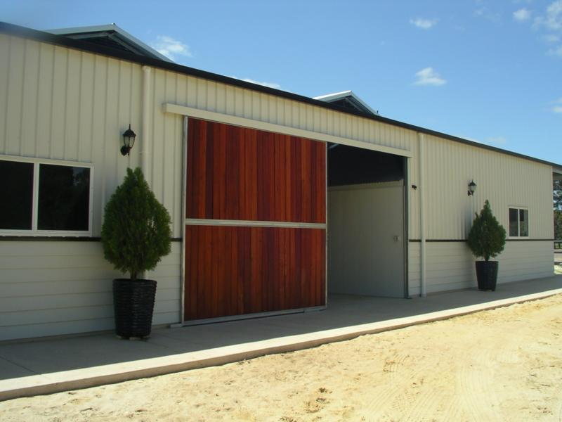 Sheok sliding door to side of stable