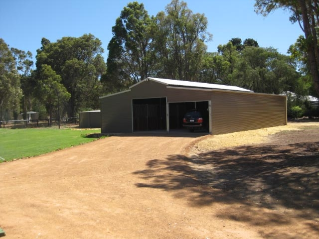 2E Property Shed-Stables Gravel drive- way