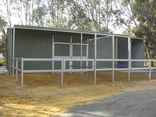 WI/WO Stables double doors to yards